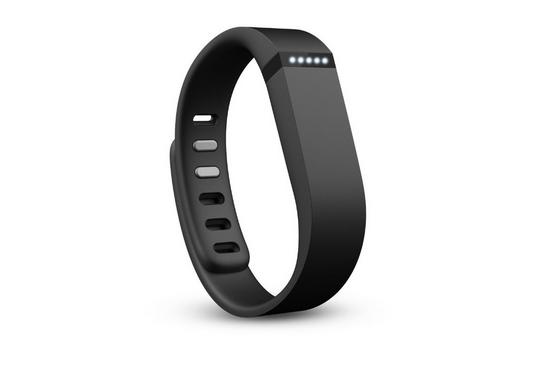 Billedet viser et sort Fitbit Flex armbånd og man kan også tydeligt se de fem små LEDs som viser hvor langt man er kommet med dagens mål. Læs mere om Fitbit Flex ved at klikke på billedet.